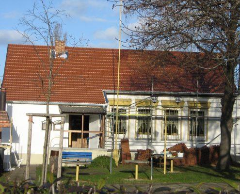 """Dachinstandsetzung des Vereinsheimes """"Veilchen"""" im Jahr 2007"""